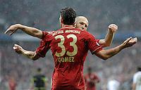 FUSSBALL   1. BUNDESLIGA  SAISON 2011/2012   27. Spieltag FC Bayern Muenchen - Hannover 96       24.03.2012 JUBEL nach dem Tor zum 2:0 Mario Gomez mit Arjen Robben (FC Bayern Muenchen)