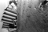 abbattimento vela di scampiaScampia abbatimeno vele del  dicembre 1997 gennaio 1998