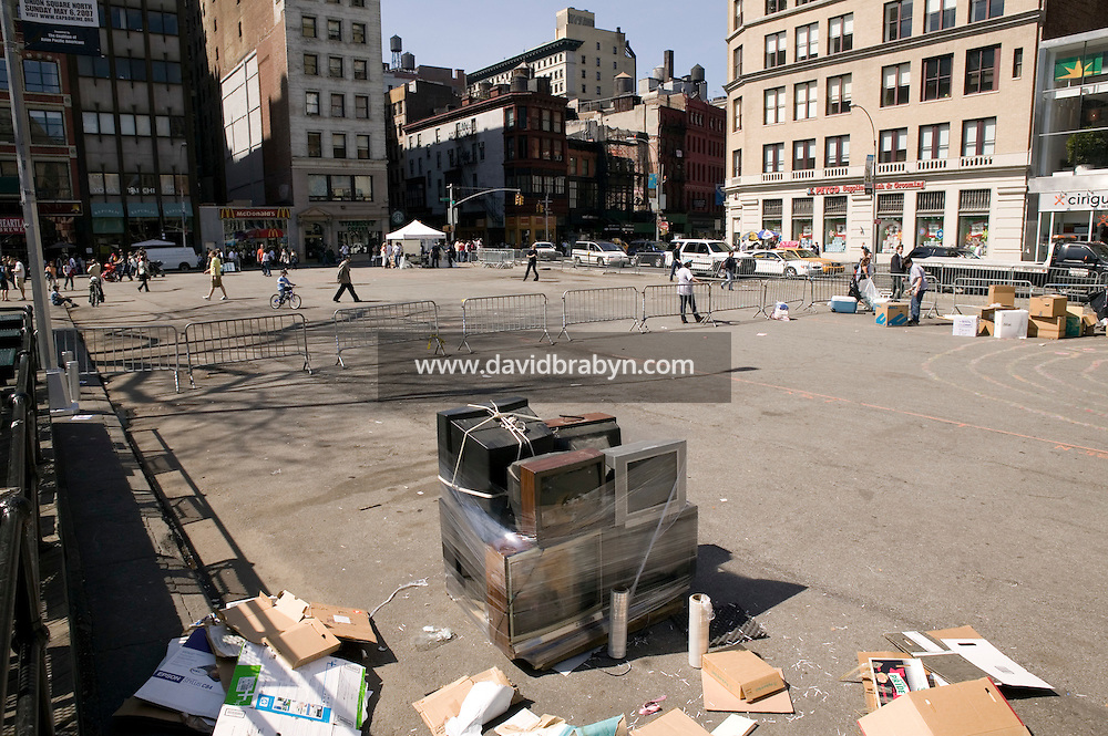 A last bundle of television sets remains in Union Square in New York City, USA, waiting to be loaded into a truck during a households electronics recycling event organized by the New York City Sanitation Department, 22 April 2007.