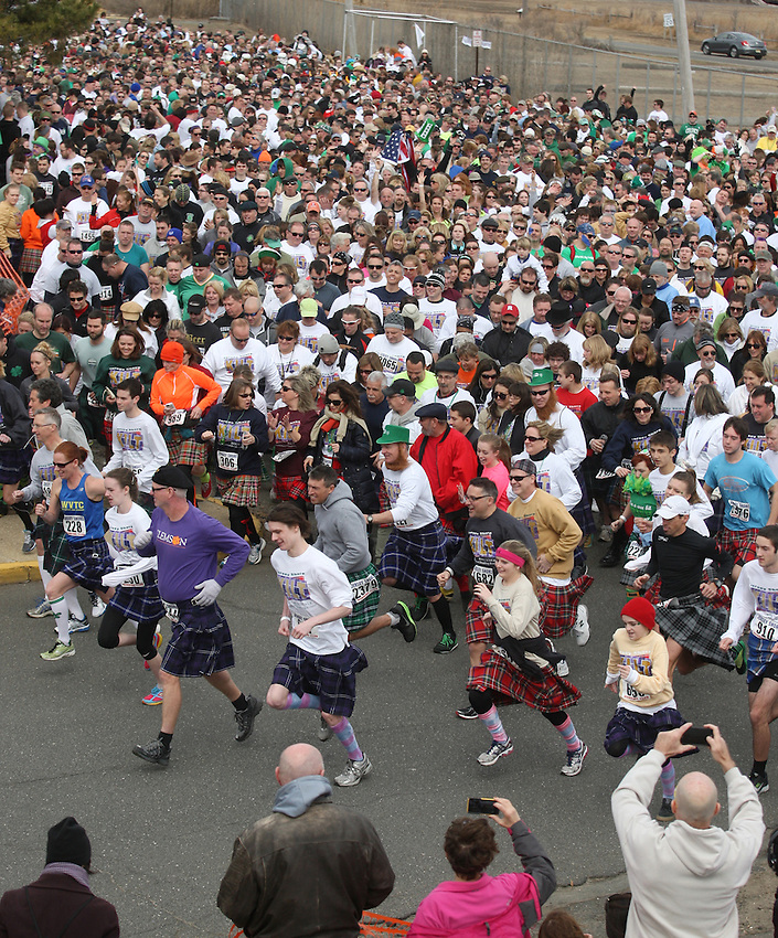 The crowd of more than 3,000 participants begins the world-record Jersey Shore Kilt Run at the Manasquan beachfront on Sat., March, 22, 2014.