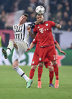 FUSSBALL CHAMPIONS LEAGUE  SAISON 2015/2016  ACHTELFINALE HINSPIEL Juventus Turin - FC Bayern Muenchen             23.02.2016 Jerome Boateng (li, Juventus Turin) gegen Arturo Vidal  (re, FC Bayern Muenchen)