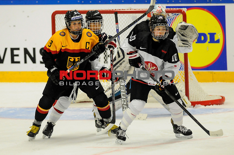 29.03.2015, Rosengards Ishall, Malm&ouml; , SWE, IIHF Eishockey Frauen WM 2015, Deutschland (GER) vs Japan (JPN), im Bild Julia ZORN (#8, ESC Planegg), Haruna (YONEYAMA #10, JPN)<br /> <br /> <br /> ***** Attention nur f&uuml;r redaktionelle Berichterstattung *****<br /> <br /> Foto &copy; nordphoto / Hafner