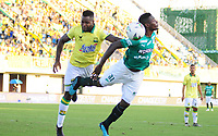 BARRANCABERMEJA - COLOMBIA, 25-01-2020: Richrad Rentería del Deportivo Cali disputa el balón con el Atlético Bucaramanga durante partido entre Atlético Bucaramanga y Deportivo Cali por la fecha 1 de la Liga BetPlay I 2020 jugado en el estadio Daniel Vlilla Zapata de la ciudad de Barrancabermeja. / Richrad Renteria  of Deportivo Cali struggles the ball with Atletico Bucaramanga during match between Atletico Bucaramanga and Deportivo Cali for the date 1 as part of BetPlay League I 2020 played at Daniel Villa Zapata stadium in Barrancabermeja. Photo: VizzorImage / Jaime Moreno / Cont /