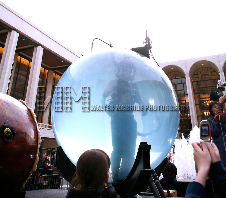 David Blaine performing his  death-defying challenge: Living underwater for seven days at Lincoln Center, New York City..May 2, 2006.© Walter McBride /