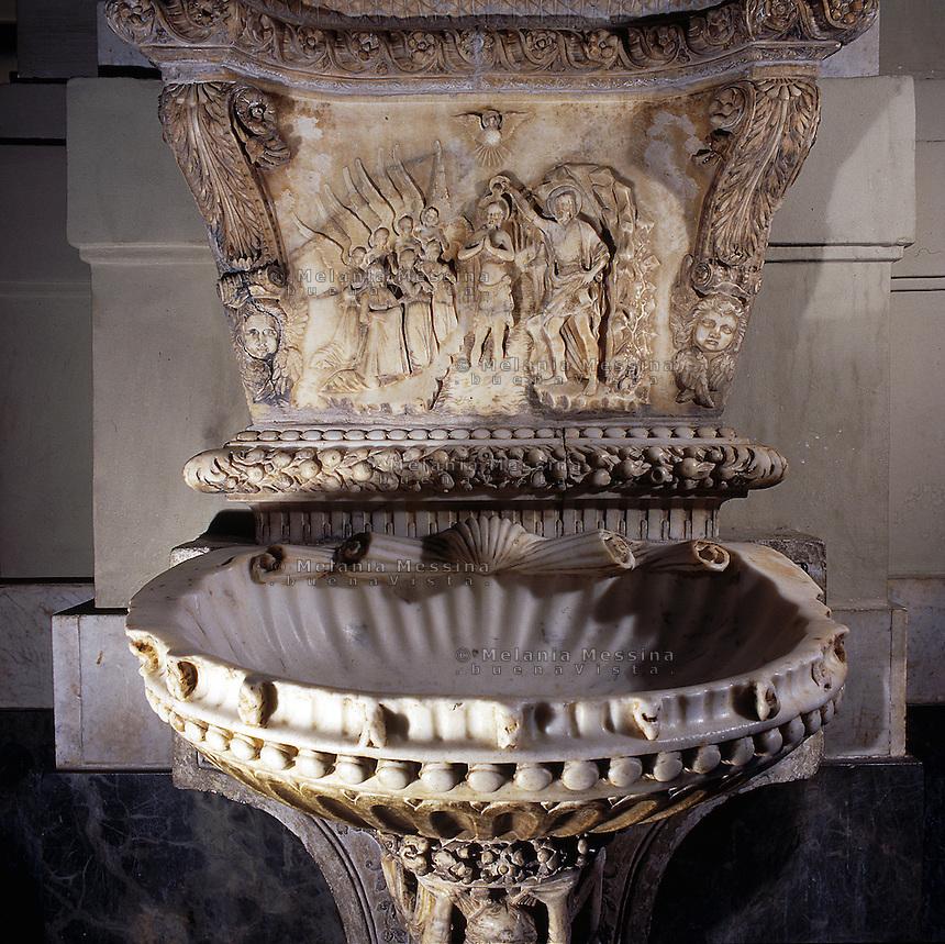 Palermo, the cathedral, detail of the stoup, 15th or 16th century.<br /> Cattedrale di Palermo, acquasantiera,dettaglio, XV o XVI sec.