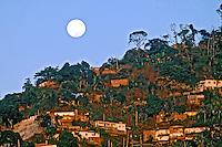 Favela do morro do Vidigal. Rio de Janeiro. 2002. Foto de Ricardo Azoury.