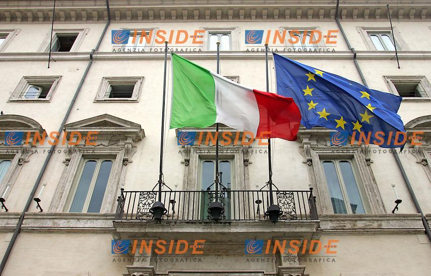 Roma 24/09/2010 L'entrata di Palazzo Chigi con le bandiere al vento.<br /> Photo Samantha Zucchi Insidefoto