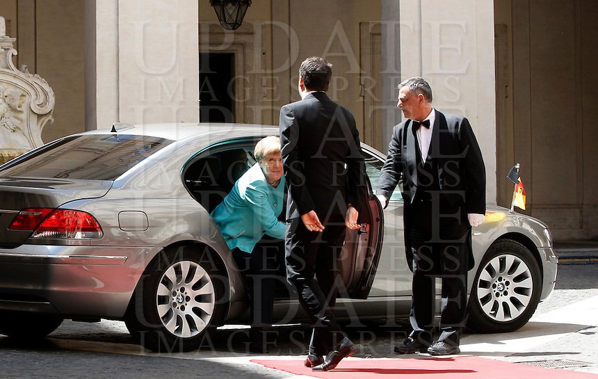 Il presidente del Consiglio Matteo Renzi accoglie il cancelliere tedesco Angela Merkel a Palazzo Chigi, Roma, 5 maggio 2016.<br /> Italian Premier Matteo Renzi welcomes German Chancellor Angela Merkel at Chigi Palace, Rome, 5 May 2016.<br /> UPDATE IMAGES PRESS/Isabella Bonotto