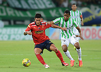 MEDELLÍN -COLOMBIA-13-09-2014. Wilder Guisao (Der) jugador de Atlético Nacional disputa el balón con German Cano (Izq) jugador de Independiente Medellín durante partido por la fecha 9 de la Liga Postobón II 2014 jugado en el estadio Atanasio Girardot de la ciudad de Medellín./ Wilder Guisao (R) player of Atletico Nacional  fights for the ball with German Cano (L) player of Independiente Medellin during the match for the 9th date of the Postobon League II 2014 at Atanasio Girardot stadium in Medellin city. Photo: VizzorImage/Luis Ríos/STR