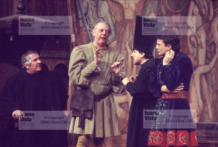 """- Dario Fo in the comedy """"Christopher Columbus"""" (1977)....- Dario Fo nella commedia  """"Cristoforo Colombo"""" (1977)"""