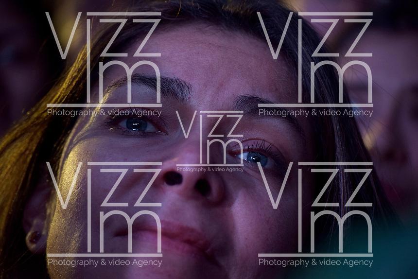 BOGOTA - COLOMBIA, 27-05-2018:Seguidores del candidato presidencial, Sergio Fajardo aceptando la derrota en las elecciones presidenciales. Las elecciones presidenciales de Colombia de 2018 se celebrarán el domingo 27 de mayo de 2018. El candidato ganador gobernará por un periodo máximo de 4 años fijado entre el 7 de agosto de 2018 y el 7 de agosto de 2022. / Followers of the presidential candidate, Sergio Fajardo, acceptating his lost in the presidential elections. Colombia's 2018 presidential election will be held on Sunday, May 27, 2018. The winning candidate will govern for a maximum period of 4 years fixed between August 7, 2018 and August 7, 2022. Photo: VizzorImage / Nicolas Aleman / Cont