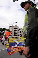 MEDELLIN - COLOMBIA - 01-05-2014: Policia monta guardia durante el dia del Trabajo. / Police stand guard during the day Labour. / Photo: VizzorImage / Luis Rios / Str.