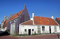 Oude huizen in Harlingen. Kerkpad
