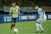 PEREIRA - COLOMBIA, 18-01-2020: Jorge Carrascal de Colombia disputa el balón con Claudio Bravo de Argentina durante partido entre Colombia y Argentina por la fecha 1, grupo A, del CONMEBOL Preolímpico Colombia 2020 jugado en el estadio Hernán Ramírez Villegas de Pereira, Colombia. /  Jorge Carrascal of Colombia fights the ball with Claudio Bravo of Argentina during the match between Colombia and Argentina for the date 1, group A, for the CONMEBOL Pre-Olympic Tournament Colombia 2020 played at Hernan Ramirez Villegas stadium in Pereira, Colombia. Photo: VizzorImage / Julian Medina / Cont