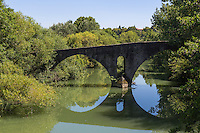 Espagne, Navarre, Pampelune: Pont de La Magdalena,  pont médiéval du XIIème siècle, sur la route vers Saint-Jacques-de-Compostelle pour les pèlerins //  Spain, Navarre, Pamplona:  Bridge of `La Magdalena' romanesque bridge Pamplona Navarra Spain Camino de Santiago.