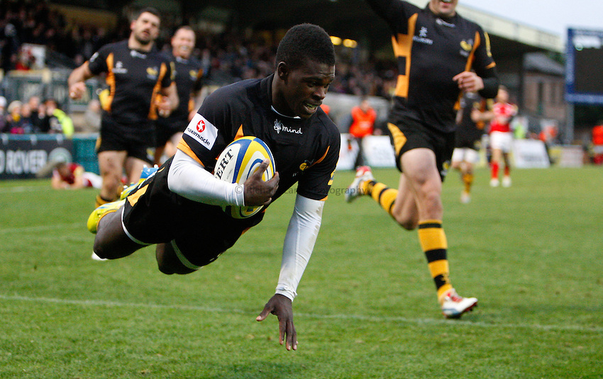 Photo: Richard Lane/Richard Lane Photography. London Wasps v London Welsh. 28/10/2012. Wasps' Christian Wade dives in for a try.