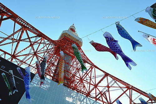 April 6, 2011, Tokyo, Japan - The TV antenna on top of the 330-meter Tokyo Tower remains leaning slightly to the side on Wednesday, April 6, 2011. The impact of the magnitude 9.0 earthquake that shook Japan northeastern region on March 11 was said to have bent the antenna. (Photo by NatsukiSakai/AFLO) [3615] -mis-