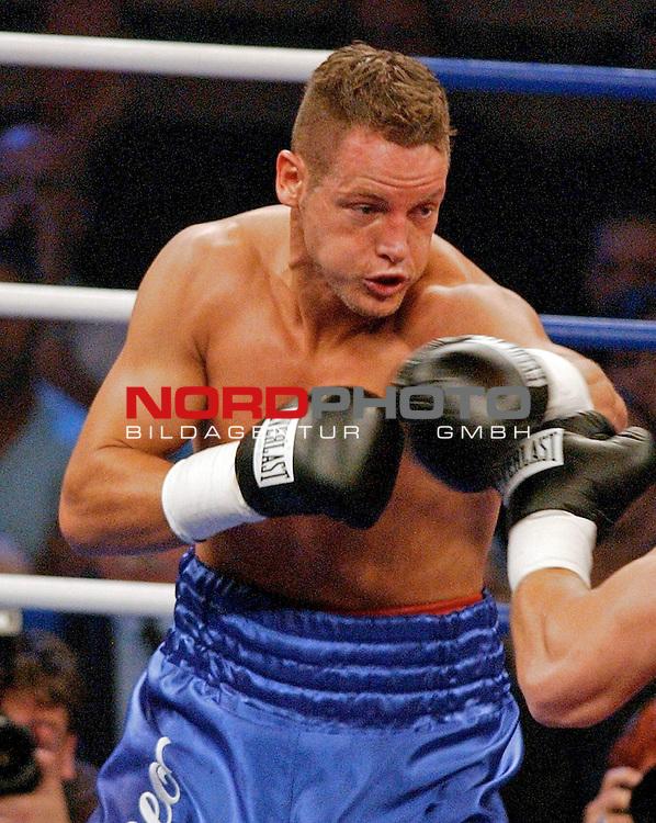 WBC Light Heavyweight Championship<br /> <br /> Duesseldorf Mehrzweckhalle<br /> <br /> Thomas Ulrich ( Germany ) vs. Tomasz Adamek ( Polen )<br /> <br /> <br /> <br /> Thomas Ulrich in Kampfpose im Kampf gegen Tomasz Adamek .<br /> <br /> Foto :&copy; nordphoto <br /> <br /> <br /> <br /> <br /> <br /> <br /> <br /> <br /> <br /> <br /> <br /> <br /> <br /> <br /> <br />  Champions Leaque CL 05/06<br /> <br /> <br /> <br /> <br /> <br /> <br /> <br /> <br /> <br /> Foto :&copy; nordphoto <br /> <br /> <br /> <br /> <br /> <br /> <br /> <br />  *** Local Caption *** Foto ist honorarpflichtig! zzgl. gesetzl. MwSt.<br /> <br /> <br /> <br /> <br /> <br /> <br /> <br /> Belegexemplar erforderlich