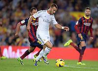 FUSSBALL  INTERNATIONAL  PRIMERA DIVISION  SAISON 2013/2014   10. Spieltag  El Clasico   FC Barcelona - Real Madrid         26.10.2013 Jese Rodriguez Ruiz (vorn, Real Madrid) gegen Adriano (hinten, Barca)
