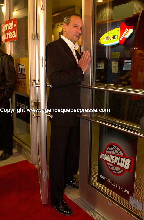 sept 22,  2003, Montreal, Quebec, Canada<br /> <br /> Michel Cote<br />  Premiere SUR LR SEUIL, 22 sept 2003<br /> <br /> <br /> Mandatory Credit: Photo by Pierre Roussel- Images Distribution. (&copy;) Copyright 2003 by Pierre Roussel <br /> <br /> All Photos are on www.photoreflect.com, filed by date and events. For private and media sales