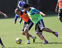 VIA SUBA A COTA-COLOMBIA-13 -01-2014 : Mayer Candelo (Izq) y Omar Vasquez. Entrenamiento de Los Millonarios en la Academia Verdierie al occidente de la capital, es una de las primeras practicas del año 2014 antes del inicio del campeonato oficial Liga Postobon. Mayer Candelo (L) and Omar Vasquez.Training in Los Millonarios Verdierie Academy west of the capital, is one of the first practices of 2014 before the official Postobon  League championship.Photo:VizzorImage / Felipe Caicedo / Staff