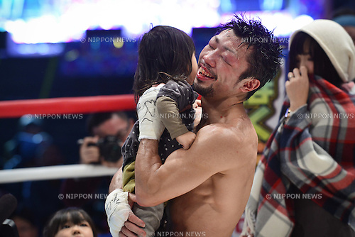 Akira Yaegashi (JPN),<br /> DECEMBER 29, 2015 - Boxing :<br /> Akira Yaegashi of Japan celebrates with his daughter Hitoe after winning the IBF light flyweight title bout at Ariake Colosseum in Tokyo, Japan. (Photo by Hiroaki Yamaguchi/AFLO)Hitoe Yaegashi