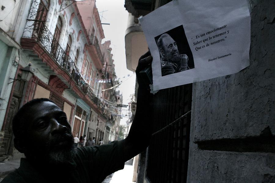Havana (Cuba). September 2006..La Habana Vieja. A man showing a paper in support of Fidel Castro.
