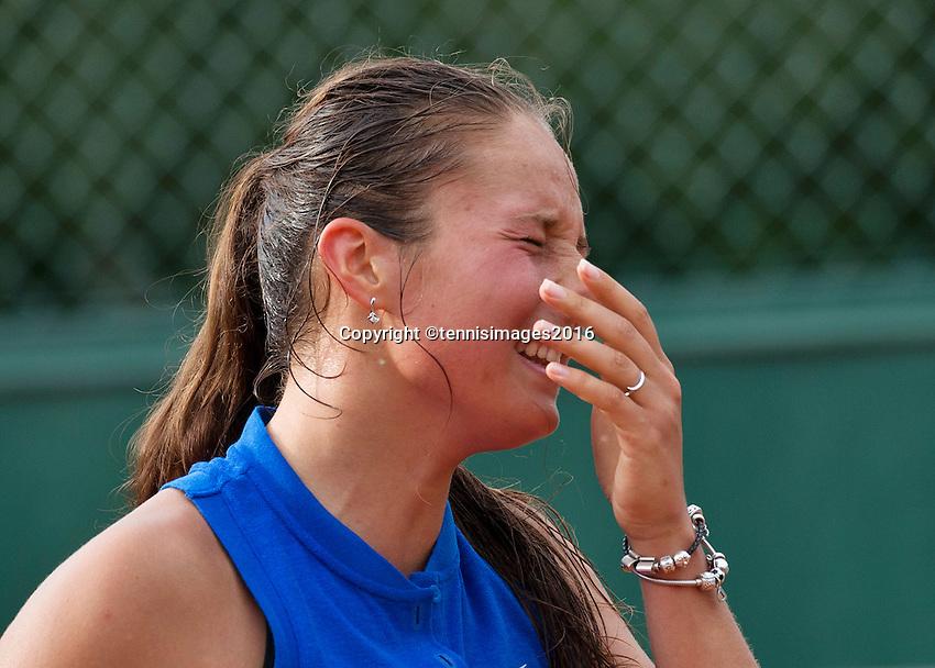 Paris, France, 28 June, 2016, Tennis, Roland Garros, Daria Kasatkina (RUS) reacts<br /> Photo: Henk Koster/tennisimages.com