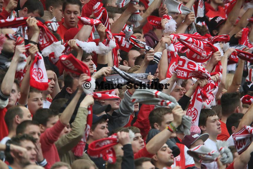 Mainzer Fans feiern - 1. FSV Mainz 05 vs. Hamburger SV, Coface Arena, 34. Spieltag