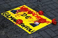 SÃO PAULO, SP, 09.08.2019 - PROTESTO-SP - Apoiadores do Ministro da Justiça Sergio Moro e da Lava Jato realizam tomataço em protesto contra os Ministros do Supremo Tribunal Federal Gilmar Mendes e Dias Toffoli, em frente a Associação dos Advogados de São Paulo, nesta sexta-feira, 9. (Foto Charles Sholl/Brazil Photo Press)
