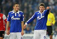 FUSSBALL   1. BUNDESLIGA   SAISON 2011/2012   20. SPIELTAG FC Schalke 04 - FSV Mainz 05                                  04.02.2012 Kyriakos Papadopoulos und Klaas Jan Huntelaar (v.l., beide FC Schalke 04)