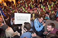 UNGARN, 09.04.2017, Budapest - V. Bezirk. Demonstration gegen den Beschluss der Fidesz-Regierung, den Weiterbetrieb der von George Soros finanzierten und fuer ihre Liberalitaet und Weltoffenheit bekannte. Zentraleuropaeishcen Universitaet CEU legislativ zu verunmoeglichen. -Die Abschlusskundgebung auf dem Kossuth-Platz geht in eine Belagerung des Parlaments ueber. Starke Polizeikraefte schuetzen das Gebaeude. | Demonstration against the Fidesz government's decision to legally make it impossible to further uphold the Central European University, financed by George Soros and known for its liberal and cosmopolitan spirit. -The final manifestation on Kossuth square turns into a siege of the parliament building. Heavy police forces are on guard.<br /> &copy; Martin Fejer/EST&amp;OST