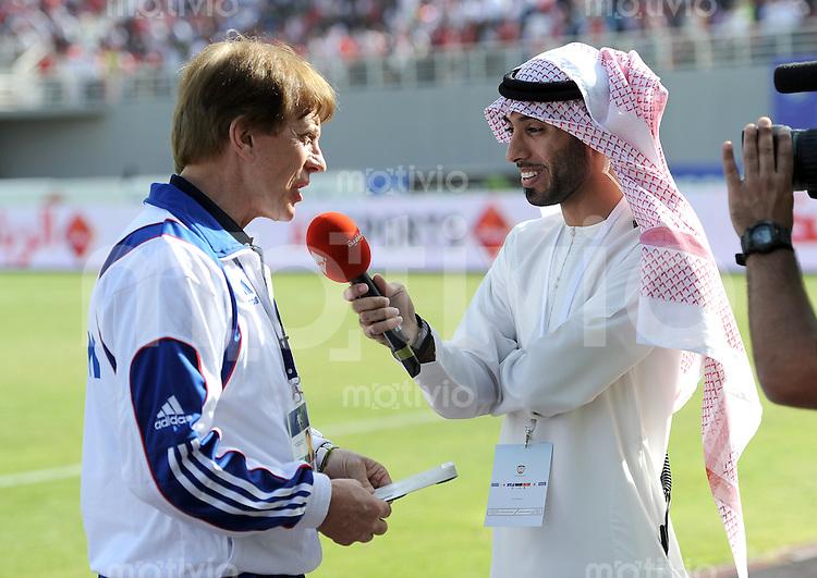 Fussball International    WM Qualifikation 2014   29.02.2012 Vereinigte Arabische Emirate - Libanon     Trainer Theo Buecker (li, Libanon) beim Interview
