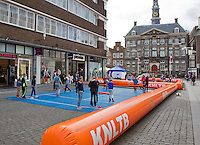 April 17, 2015, Netherlands, Den Bosch, Maaspoort, Fedcup Netherlands-Australia,  Street tennis on the market squere <br /> Photo: Tennisimages/Henk Koster