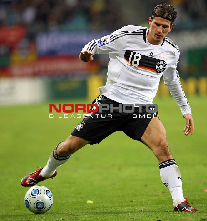 L&permil;nderspiel<br /> WM 2010 Qualifikatonsspiel Qualificationmatch Leipzig 28.03.2009 Zentralstadion Gruppe 4 Group Four <br /> <br /> Deutschland ( GER ) - Liechtenstein ( LIS ) 4:0 (2:0)<br /> <br /> Mario Gomez (#18 VfB Stuttgart Deutsche Nationalmannschaft).<br /> <br /> Foto &copy; nph (  nordphoto  )<br />  *** Local Caption ***