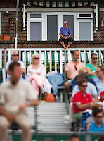 13-07-13, Netherlands, Scheveningen,  Mets, Tennis, Sport1 Open, day six, A nabur has a great view of center court<br /> <br /> <br /> Photo: Henk Koster