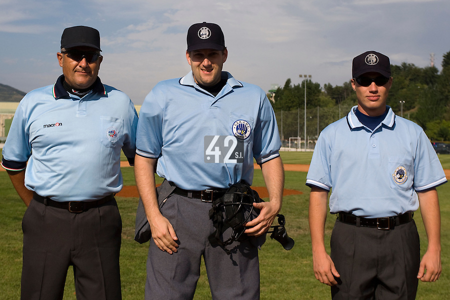 BASEBALL - EUROPEAN UNDER -21 CHAMPIONSHIP - PAMPELUNE (ESP) - 03 TO 07/09/2008 - PHOTO : CHRISTOPHE ELISE.CZECH REPUBLIC VS SPAIN (WINNER 6-2) - UMPIRES FROM LEFT TO RIGHT BASTIANELLO, GLASSNER, MAKOUCHETCHEV
