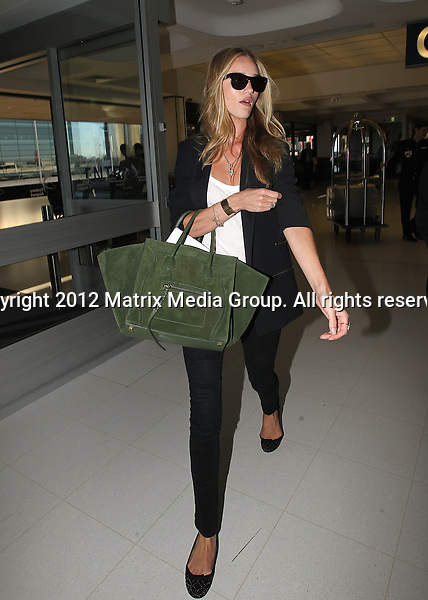 23 May 2012 Sydney, Australia..NON EXCLUSIVE..Model Rosie Huntington-Whiteley leaves Sydney after 3 days of auditions with Mad Max producer George Miller.