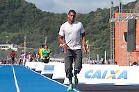 RIO DE JANEIRO; RJ; 29 DE MARÇO 2013 - O atleta equatoriano Alex Quiñones que participará no Mano a Mano, evento de atletismo que terá Usain Bolt como atração principal na Praia de Copacabana, treinou nesta sexta-feira na pista montada especialemente para o evento. FOTO: NÉSTOR J. BEREMBLUM - BRAZIL PHOTO PRESS.