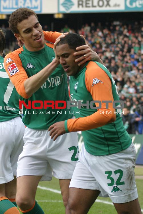 BL 2003/2004 - 24. Spieltag<br /> Werder Bremen vs. 1. FC Koeln 3:2<br /> Valerien Ismael (links) und Ailton (rechts) von Werder Bremen nach dem Tor zum 3:0 durch Ailton.<br /> Foto &copy; nordphoto - Ruediger Lampe<br /> <br />  *** Local Caption *** Foto ist honorarpflichtig! zzgl. gesetzl. MwSt.<br />  Belegexemplar erforderlich<br /> Adresse: nordphoto<br /> Georg-Reinke-Strasse 1<br /> 49377 Vechta