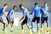 GOIANIA, GO, 28.07.2016 - BRASIL-JAP&Atilde;O - Neymar Jr. (2E) durante treino da sele&ccedil;&atilde;o ol&iacute;mpica brasileira de futebol no Est&aacute;dio Serra Dourada, em Goi&acirc;nia (GO), na tarde desta quinta-feira, 28. A equipe enfrentar&aacute; o Jap&atilde;o em partida amistosa no s&aacute;bado (30), em prepara&ccedil;&atilde;o para os Jogos Ol&iacute;mpicos do Rio.<br />   (Foto: Marcos Souza/Brazil Photo Press)
