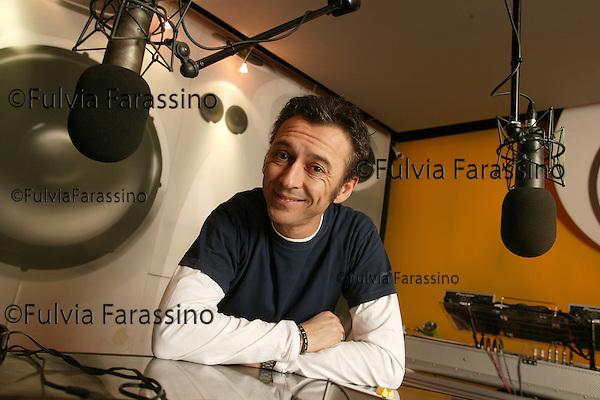 Milano,30 gennaio 2004. Albertino a Radio DeeJay