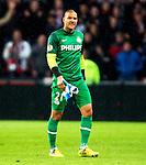 Nederland, Eindhoven, 25 oktober  2012.Europa League.Seizoen 2012-2013.PSV-AIK. Boy Waterman, keeper (doelman) van PSV baalt en is boos hij wordt vervangen voor Przemyslaw Tyton, keeper (doelman) van PSV