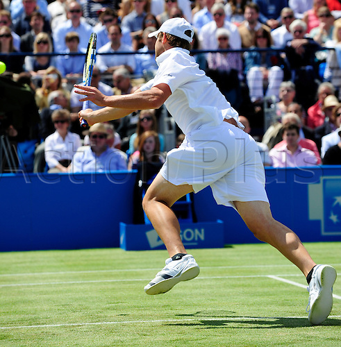 11.06.2011 The AEGON Championships from Queens Club in London. Andy Roddick of the USA returns a shot in his semi-finals match against Andy Murray of Great Britain on day six of the Aegon Championships at the Queen's Club.  Murray beat Roddick in straight sets 6-3 6-1 to reach the final at Queen's Club