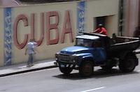 Cuba/La Havane: Environ Musée de la Révolution Mur peint Cuba Libre et pick up américain