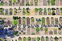 Trauerzug auf dem Friedhof von Kirchwerder: DEUTSCHLAND, HAMBURG 04.06.2010: Trauerzug auf dem Friedhof von Kirchwerder