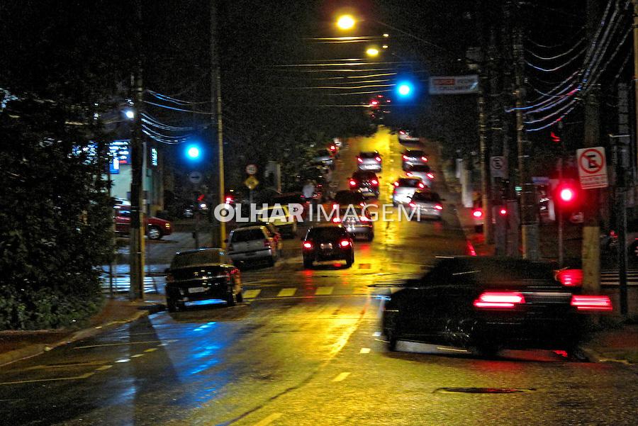 Rua a noite em Vila Mariana. São Paulo. 2009. Foto de Juca Martins.