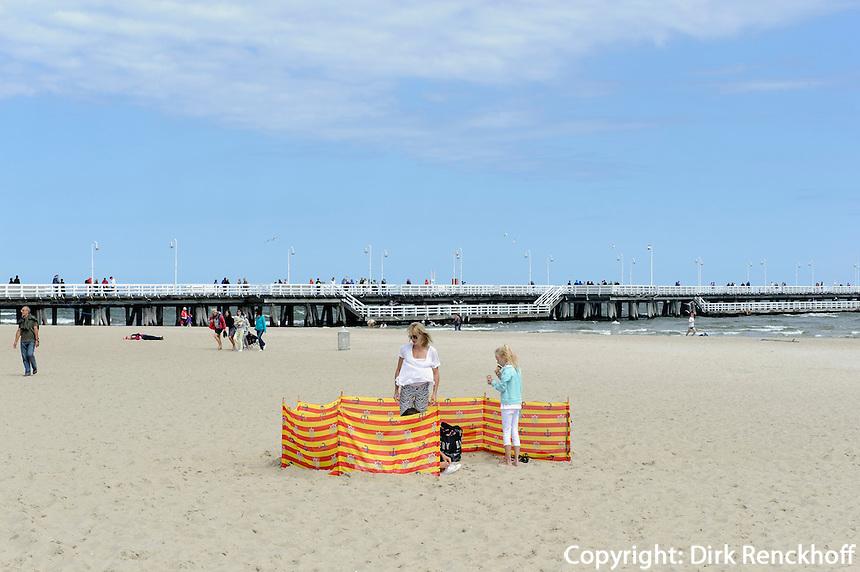 Strand und Mole (Seebr&uuml;cke)  in Sopot (Zoppot), Woiwodschaft Pommern (Wojew&oacute;dztwo pomorskie), Polen, Europa<br /> Beach and pier in Sopot, Poland, Europea