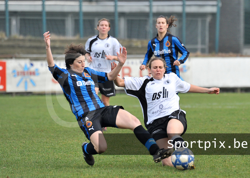 Club Brugge Dames - Eendracht Aalst Dames : duel tussen Ingrid De Rycke en Katrien Vanfraechem.foto Joke Vuylsteke / Vrouwenteam.be