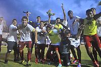 ILHABELA, 14 DE JANEIRO DE 2014 - ESPORTES - FUTEBOL - 45ª COPA SÃO PAULO DE FUTEBOL JÚNIOR - PORTUGUESA - SP X GRÊMIO OSASCO - SP-  Jogadores do Osasco comemora pós vitória Durante partida entre a equipe do Portuguesa, Válida pela rodada da segunda fase  da copa São Paulo Júnior, no estádio Municipal de Ilhabela, nesta terça (14) as 16h. FOTOS: Dorival Rosa/ Brazil Photo Press).